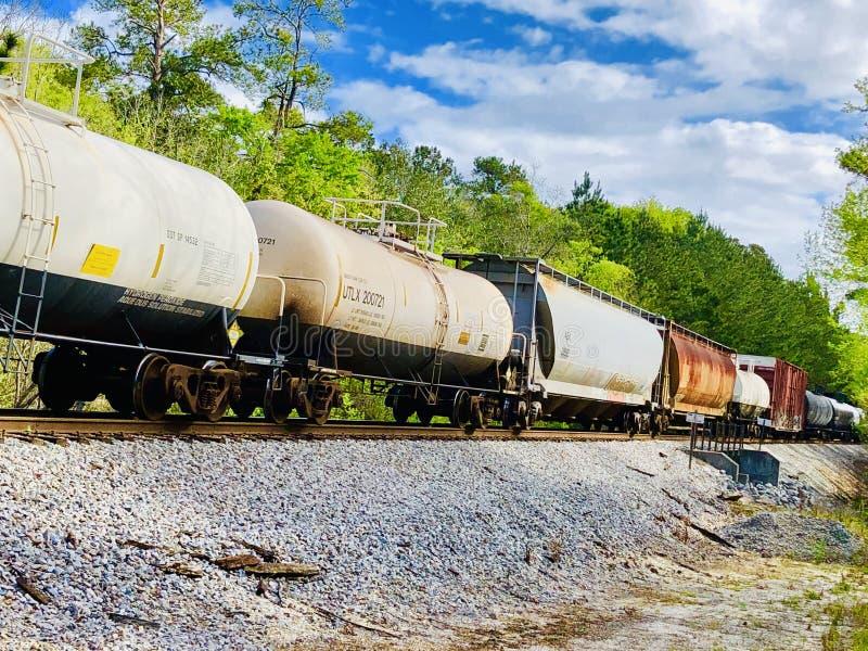 Locomotive sur des voies photographie stock libre de droits