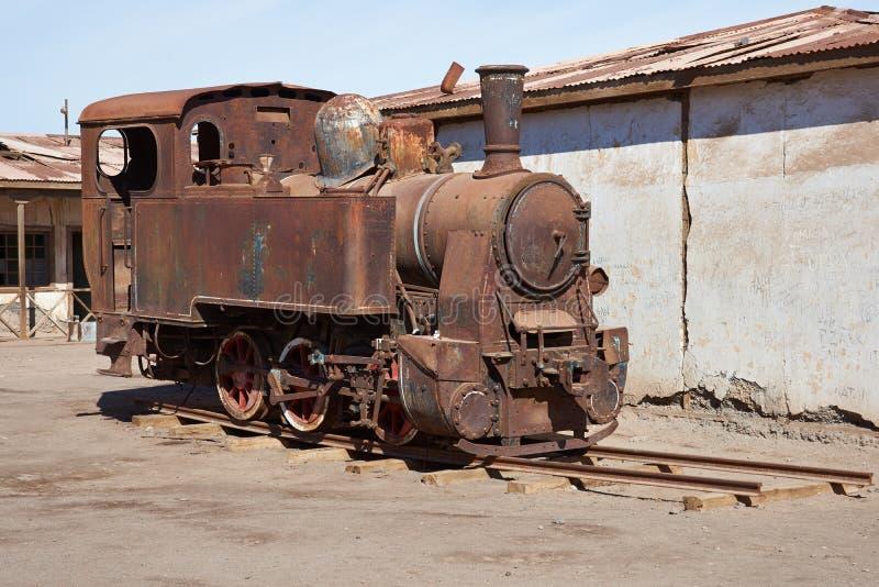 Locomotora de vapor en los trabajos del salitre de Humberstone imagen de archivo libre de regalías