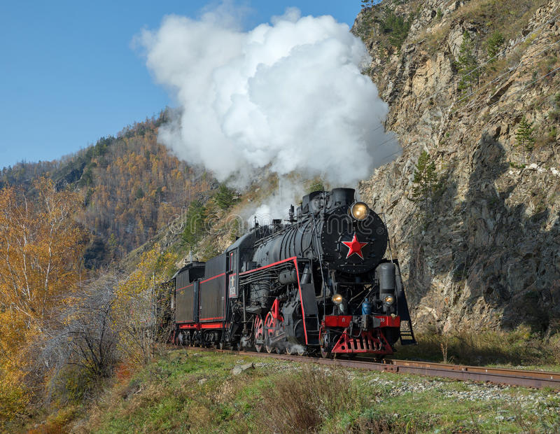 Locomotora de vapor vieja en el ferrocarril de Circum-Baikal imágenes de archivo libres de regalías