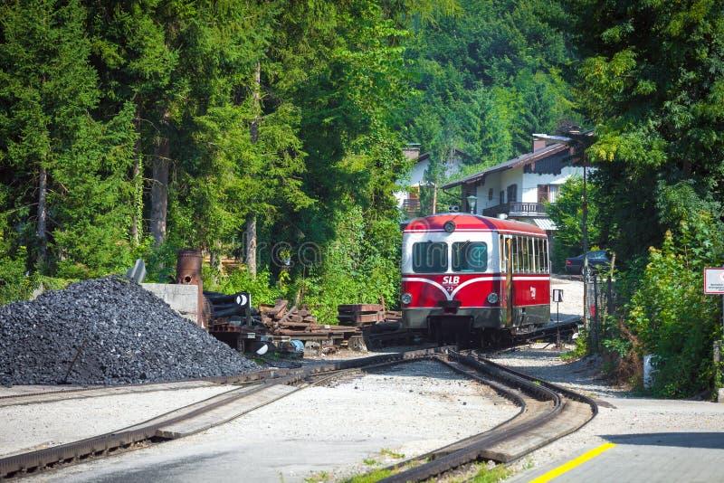 Download Locomotora Diesel De Un Ferrocarril De La Rueda Dentada Del Vintage Que Va A Schafbe Imagen editorial - Imagen de montan, verano: 42426235