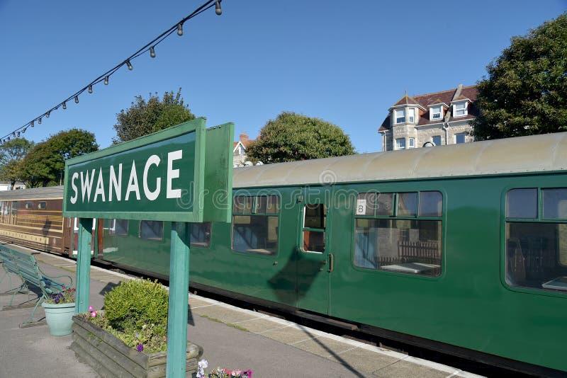 Locomotora en la estación de Swanage en el ferrocarril de Swanage, Dorset imagenes de archivo