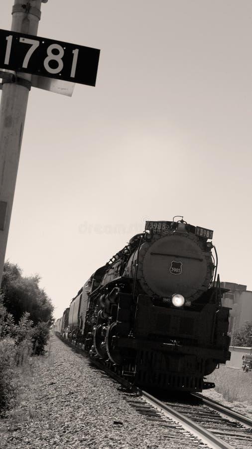 Locomotora vieja histórica que viaja a través de América fotos de archivo