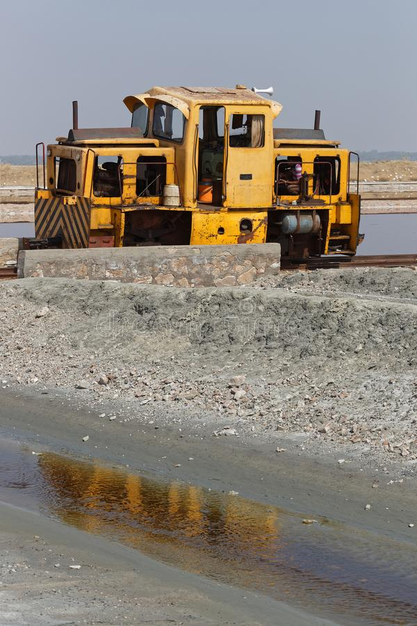 Locomtive im salzigen See von Sambhar stockfotos