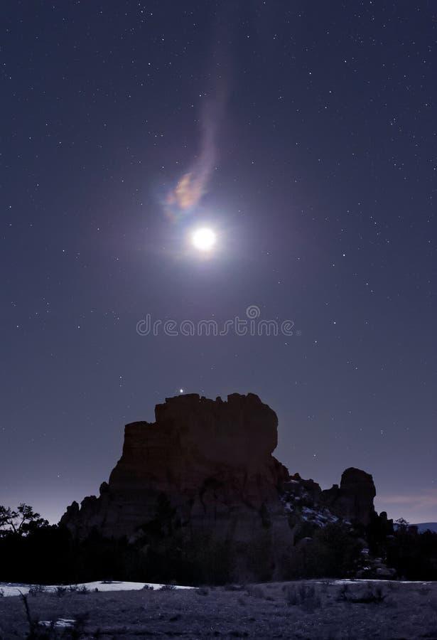 Lodernder Mond über MESA lizenzfreie stockfotos