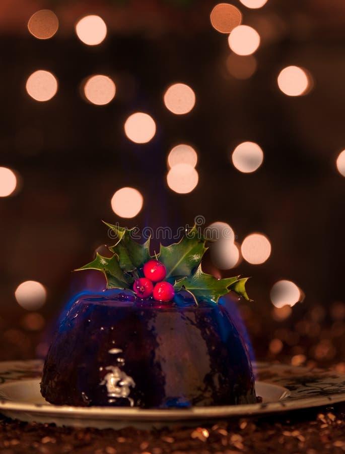 Lodernder Weihnachtspudding lizenzfreies stockfoto