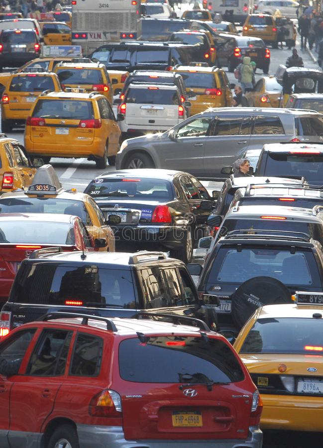 Lodlinje för tung trafik för New York City 33. gata royaltyfria bilder