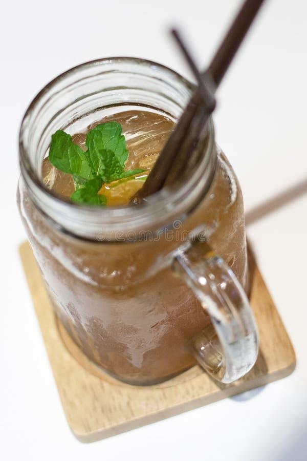 Lodowa herbata w słoju kubku zdjęcie royalty free