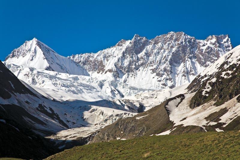 Lodowiec blisko Zojila przepustki przy wzrostem 3529 metrów, Srinagar autostrada, Ladakh, India zdjęcia royalty free