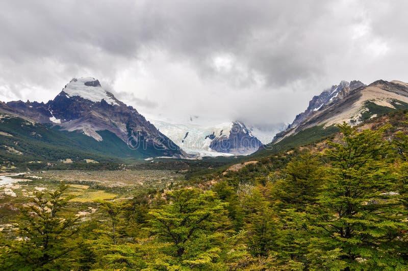 Lodowiec od daleko, Cerro Torre, El Chalten, Argentyna zdjęcia royalty free