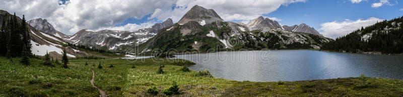 Lodowiec zakrywać góry Peter Lougheed prowincjonału park Kananaskis jeziora, Alberta Kanada obraz stock