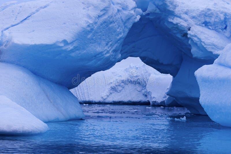 Lodowy łuk - Antarctica zdjęcie royalty free