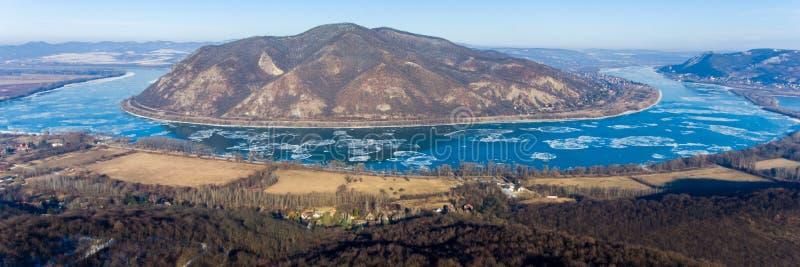 Lodowy dryf na Danube rzece, Węgry, Wyszehradzki Widok z lotu ptaka hdr im zdjęcie stock