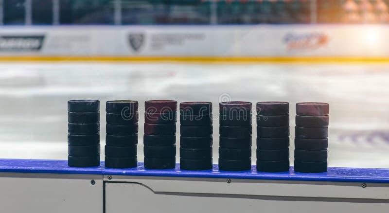 Lodowy hokejowy krążek hokojowy obraz royalty free