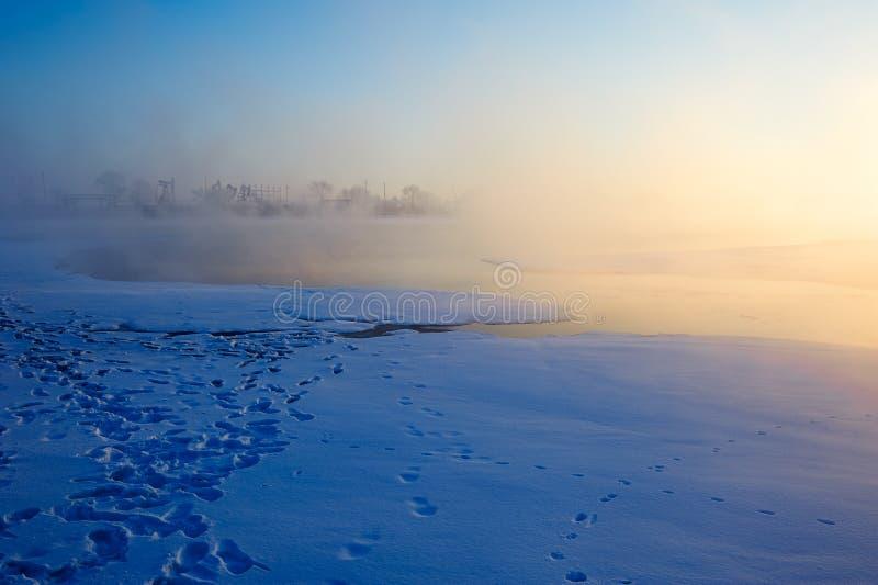 Lodu i śniegu jeziora wschód słońca zdjęcia royalty free