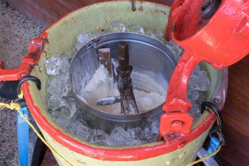 Lody producent - rocznik maszyna produkować lody lub sorbet obrazy stock