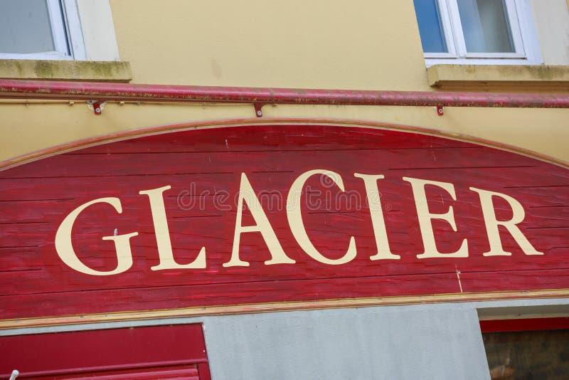 Lody przodu sklepu restauraci znak (lodowiec w Francuskim) obraz stock