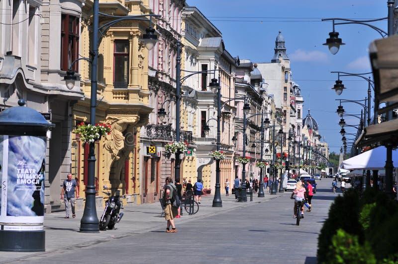 Lodz, Polen, Juli 2018 Beroemde Piotrkowska-straat in het hart van de stad van Lodz stock fotografie