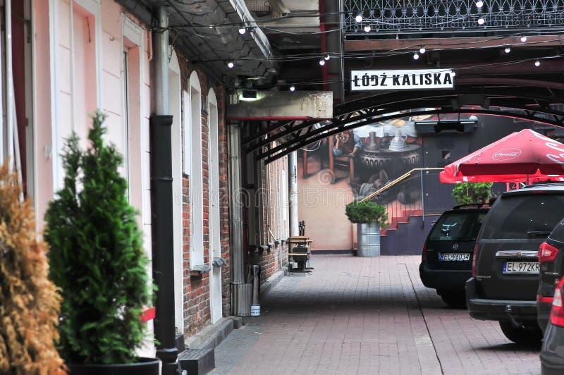 Lodz, Polen, Juli 2018 Lodz Kaliska Klub in het hart van de stad van Lodz, ontwerp om als een oud station te kijken royalty-vrije stock afbeeldingen
