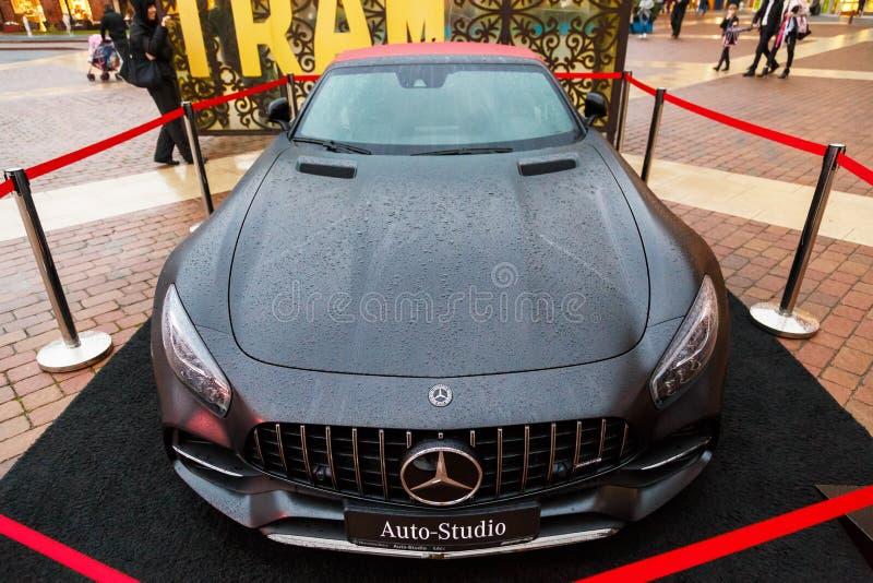 LODZ, POLEN - 16. SEPTEMBER 2017: Der Autoausstellung Mercedess-AMG GT C manufaktura Mitte im Geschäft lizenzfreie stockbilder
