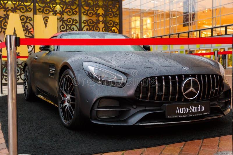 LODZ, POLEN - 16. SEPTEMBER 2017: Der Autoausstellung Mercedess-AMG GT C manufaktura Mitte im Geschäft stockbilder