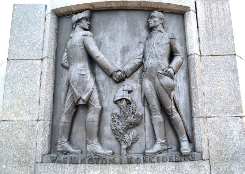 Lodz, Polonia Un bassorilievo con l'immagine di George Washington e di Tadeusz Kosciusko Frammento di un monumento di Kosciusko fotografie stock libere da diritti