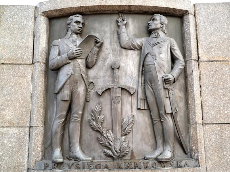 Lodz, Polonia Un bassorilievo con l'immagine di Tadeusz Kosciusko che recita il giuramento Frammento di un monumento di Kosciusko fotografie stock libere da diritti