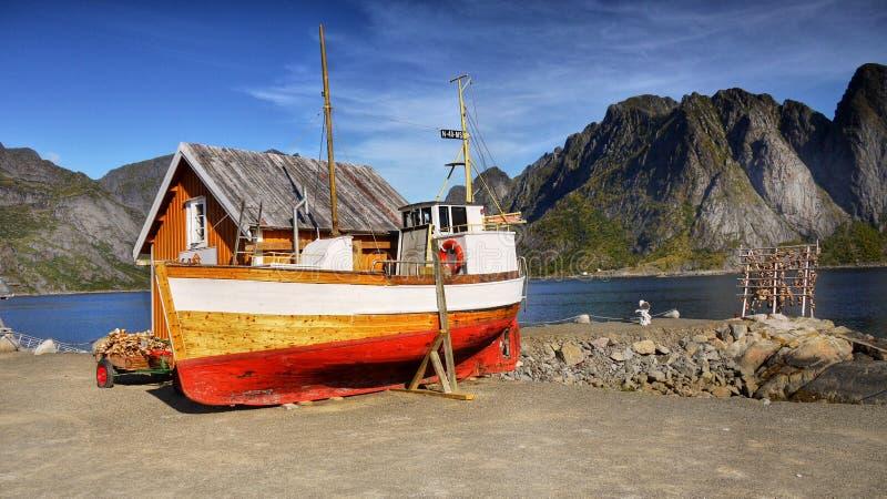 Lofoten, łódź rybacka, rybołówstwo zdjęcia royalty free
