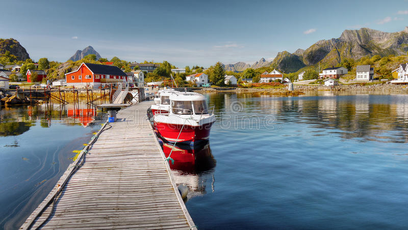 Lofoten, χωριό Kabelvag, παράκτιο τοπίο στοκ εικόνα