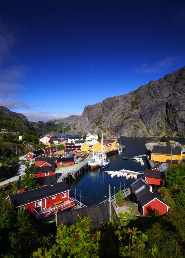 Lofoten Dorfkanal lizenzfreie stockfotografie