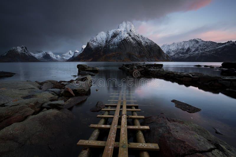 Lofoten-Fjord, Norwegen lizenzfreie stockfotografie