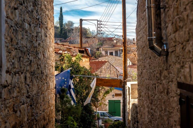 Lofou, mening over dorp door smalle straat Limassol district, Cyprus royalty-vrije stock foto