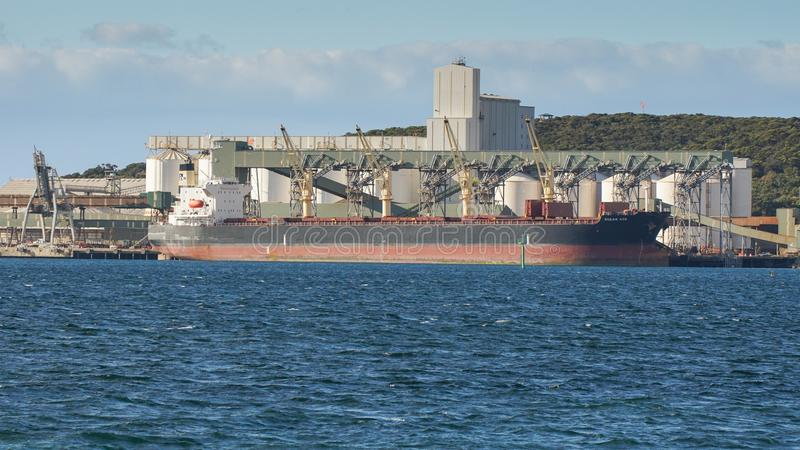 Logística comercial global, carguero de graneles foto de archivo libre de regalías