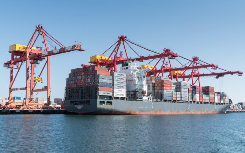 Logística de comércio global, Containership fotos de stock royalty free