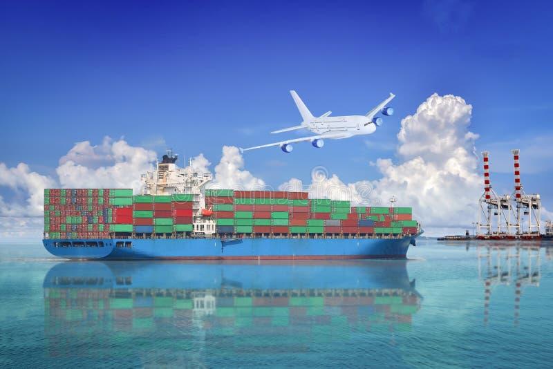 Logística y transporte del buque de carga del envase y del avión de aire internacionales del cargo fotos de archivo libres de regalías
