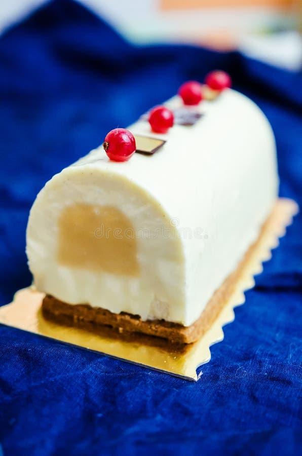 Log de Yule do caramelo e da baunilha fotos de stock