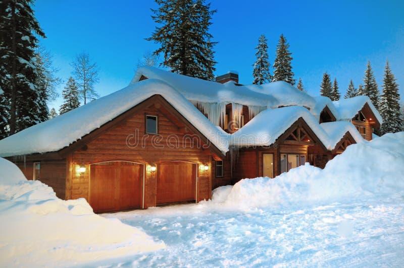 log kabiny mccall zimy. obrazy royalty free