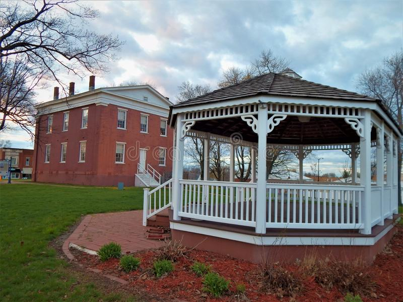 Logan County Courthouse Grounds anterior fotografía de archivo