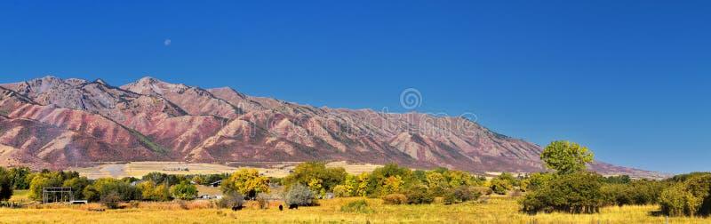 Logan doliny krajobrazu widoki wliczając gór, Nibley, Hyrum, opatrzności i szkoły wyższej Wellsville, Odganiają miasteczka, dom U obraz stock