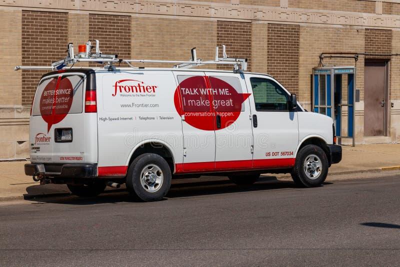 Logansport - circa junio de 2018: Vehículo de las comunicaciones de la frontera delante sede I imagenes de archivo