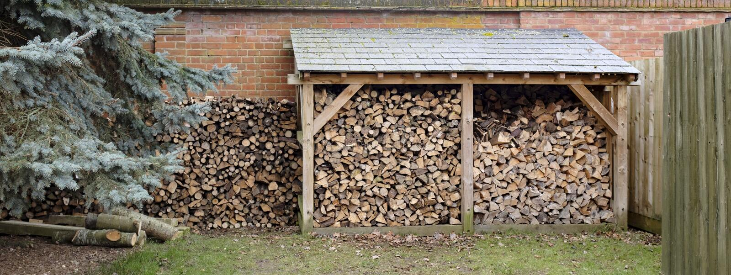 Logboekopslag en woodpile royalty-vrije stock foto's