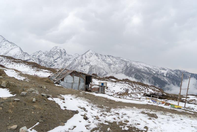 Loge de montagne au Népal photographie stock