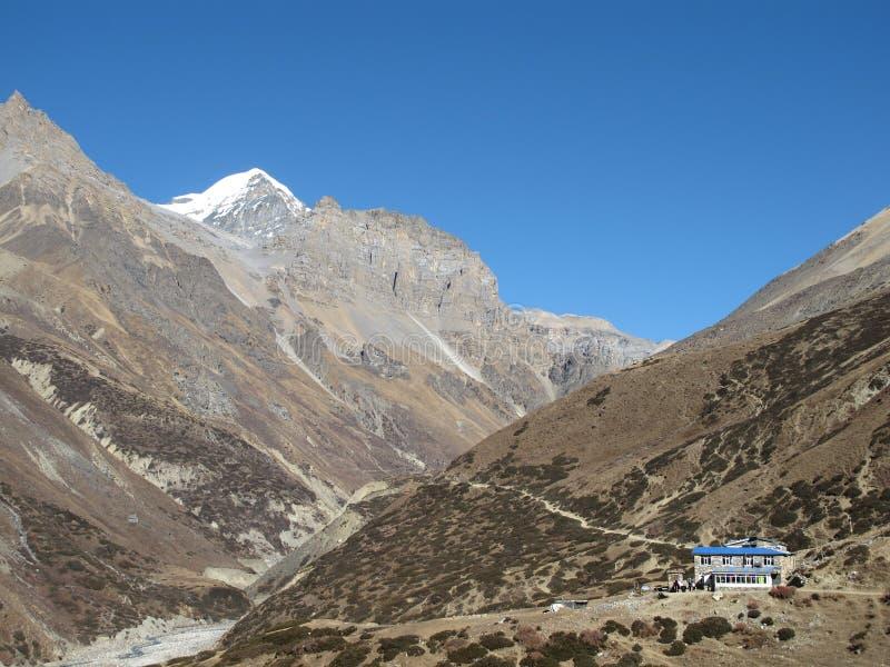 Loge et montagnes image libre de droits