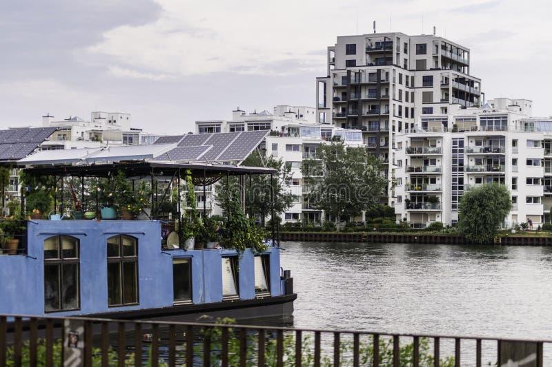 Logement de la rivière de fête à Berlin photo libre de droits
