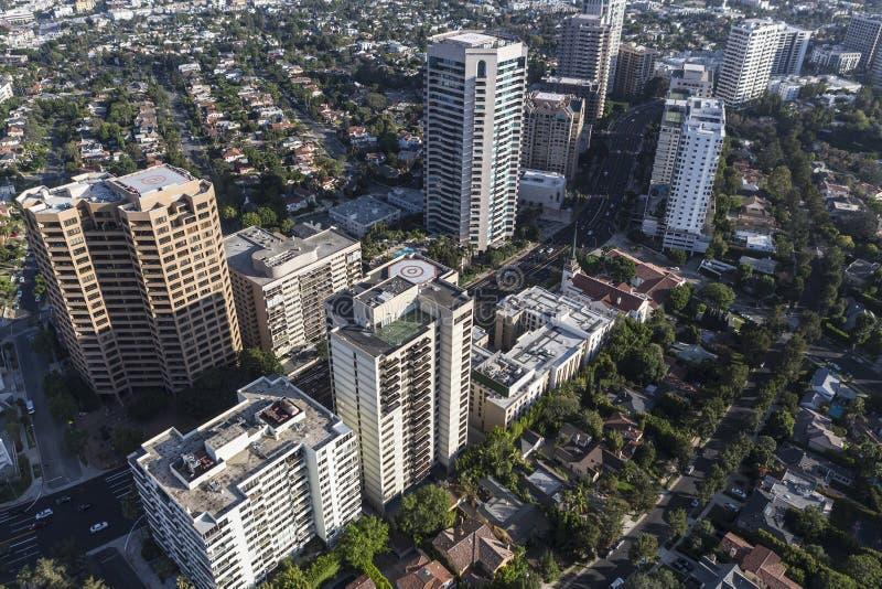 Logements ayant beaucoup d'étages et appartements de Bd. de Wilshire à Los Angeles photo libre de droits