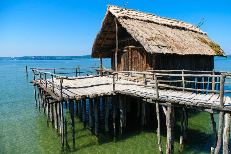 Logements de lac néolithiques chez le Lac de Constance photo libre de droits