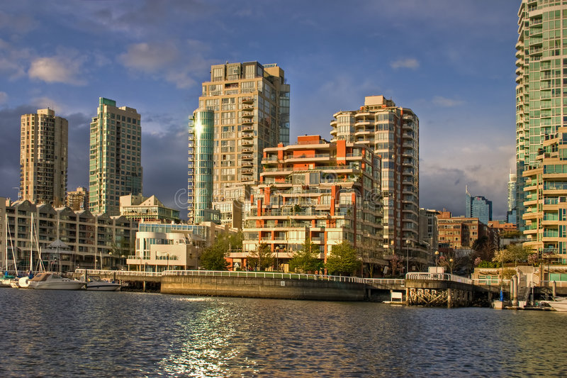 Logements du centre de Vancouver à la crique fausse image libre de droits
