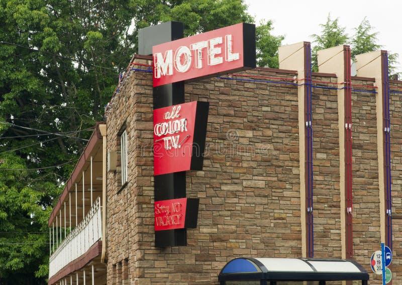 Logements du centre de voyage de logement d'histoire de motel local deux photographie stock