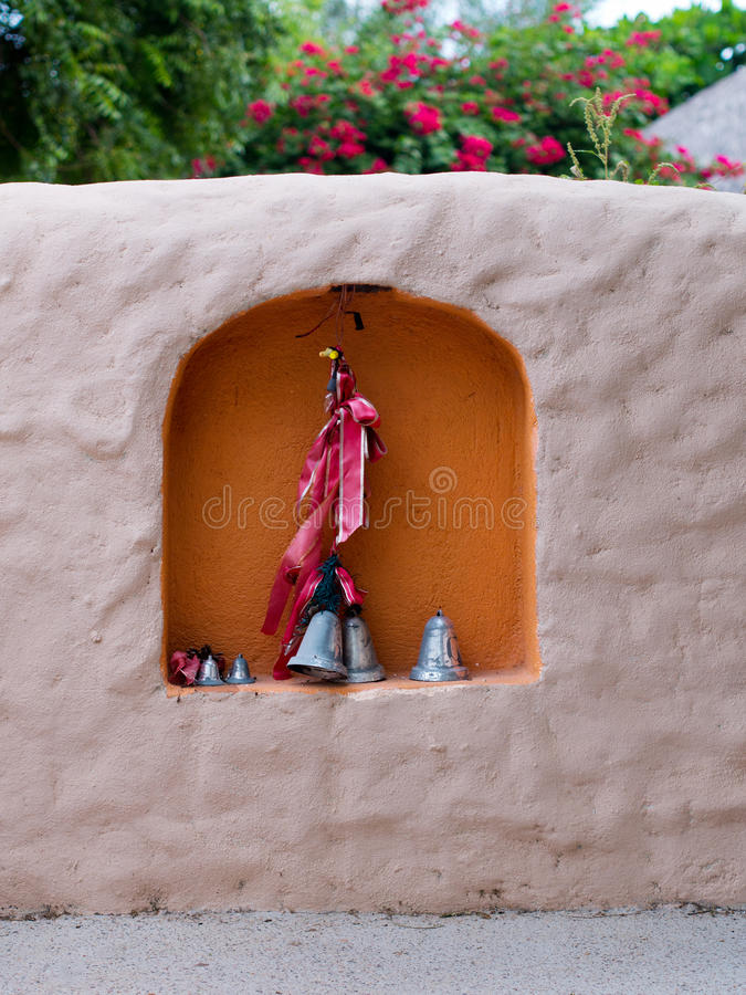 Logez l'entrée avec un créneau décoré dans le mur image libre de droits