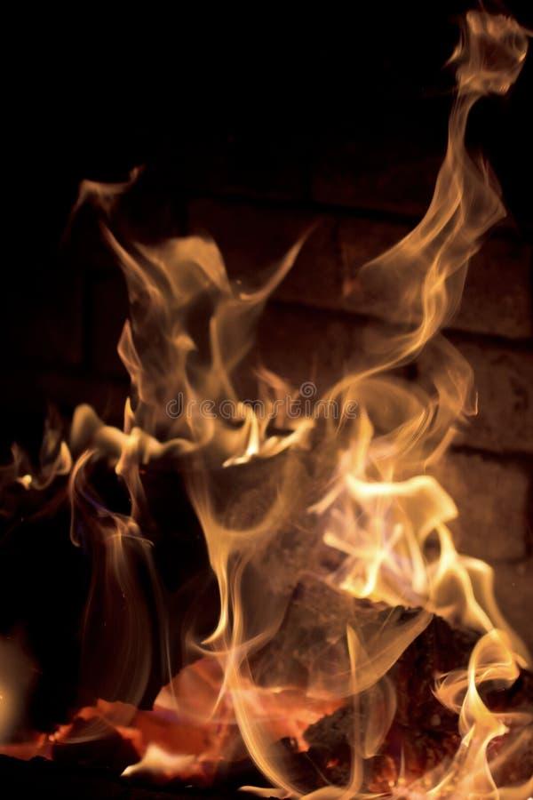 Logfire en cheminée photographie stock