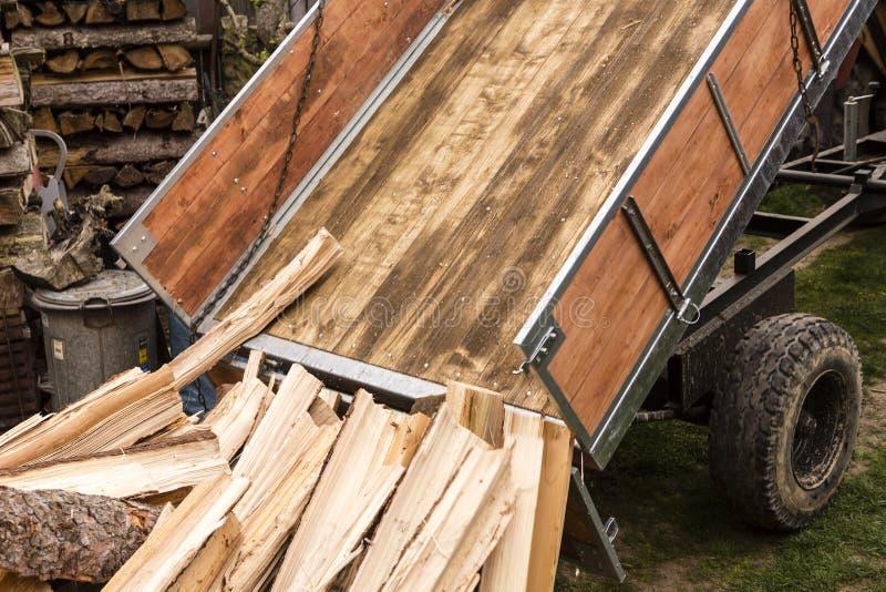 logga traktoren med trä för vinter fotografering för bildbyråer